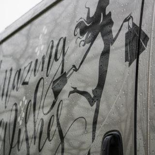 Amazing Wishes logo op bedrijfswagen